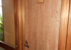 トイレのドアも取り替えました