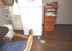 一部の床のみめくったので、めくった部分は新しく張替えました。