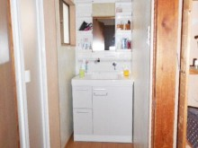 洗面を入れ替える際に新しく床も張替え