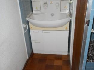 廊下に洗面台だけ置かれていました