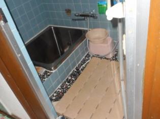 タイルの在来工法の浴室です