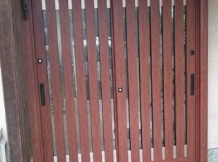 木製の玄関でした