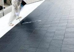 屋根塗装中塗り黒
