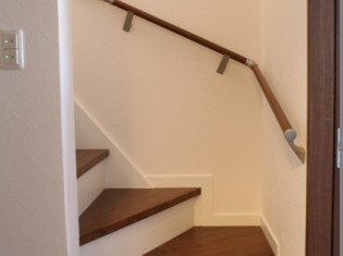 階段 リノベーション後