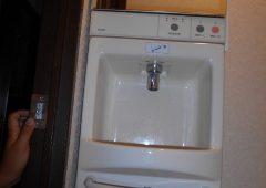手洗い器を外しています