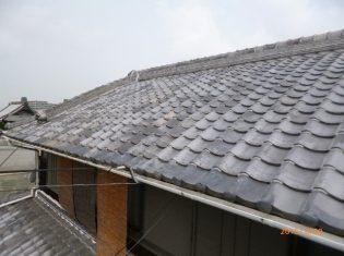 工事前の写真は和瓦で屋根を葺いていました