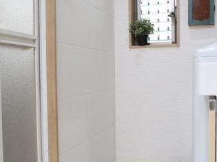 壁にエコカラットを貼っています