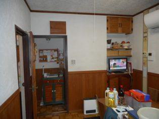 キッチンとリビングの間には間仕切り壁がありました