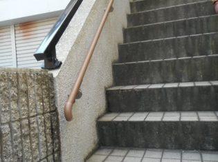 外階段に手すりを取付け